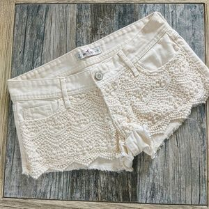 Hollister off white shorts lace detail size 3